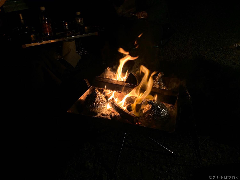 キャンプ 焚き火