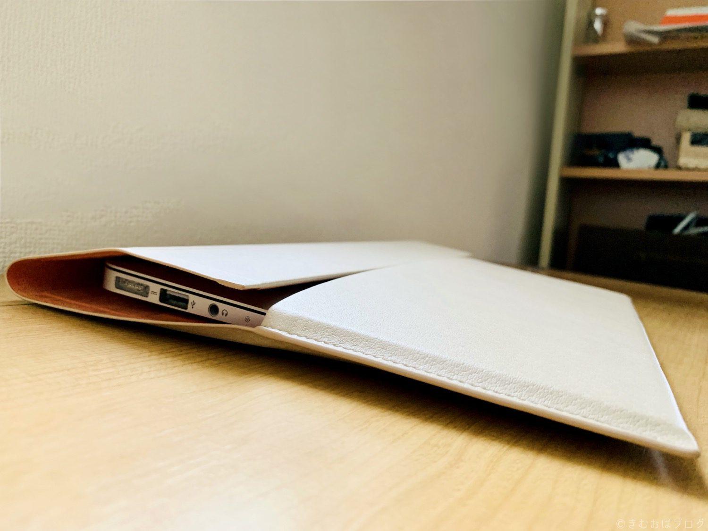 エレコム ケース MacBook Airを収納しているところ