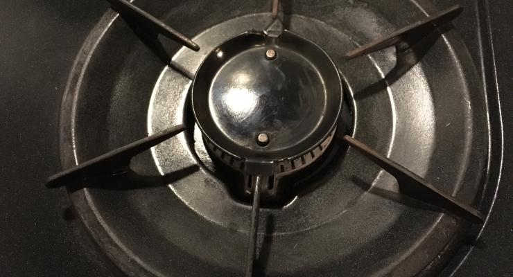 キッチンの五徳の油汚れをきれいに掃除する方法