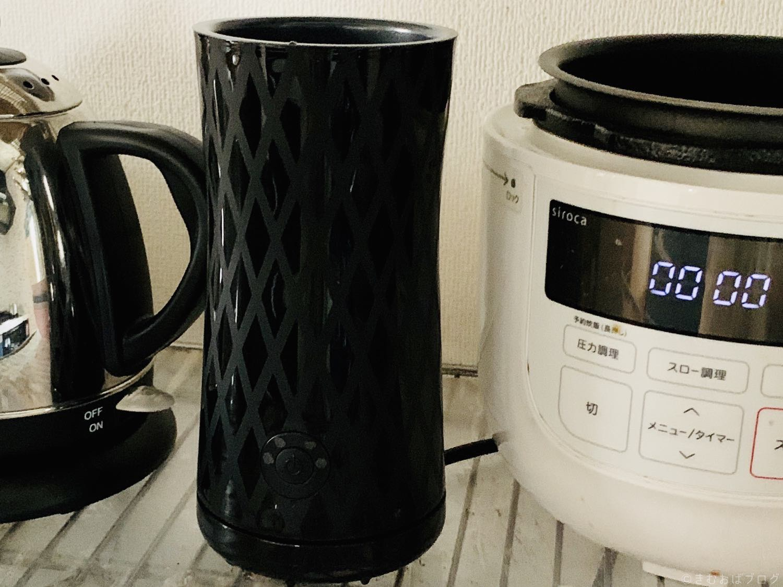Keenstoneミルクフォーマーをキッチンに設置した写真