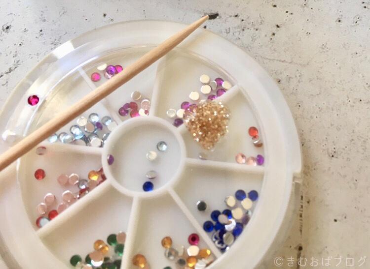 HOMEIウィークリージェルPLAZA限定北欧カラーで作るチェックネイルの手順 ゴールドラインは爪楊枝を使う