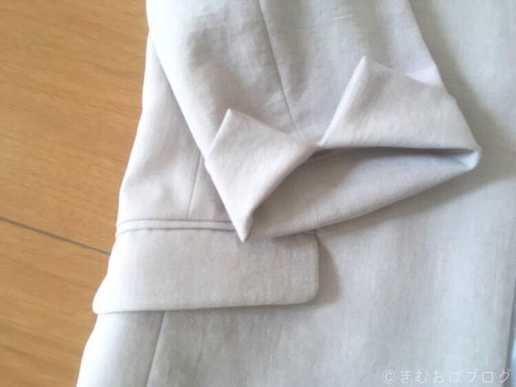 エディストクローゼット ベージュ ウエストシェイプサマージャケット 袖部分